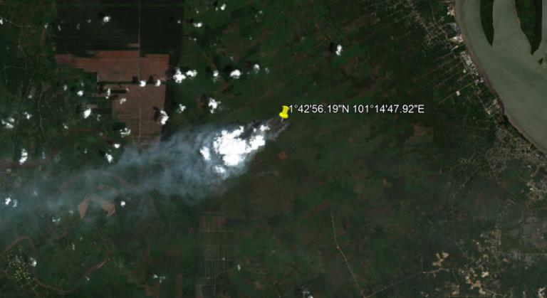 """22 Februari 2021 Terdeteksi Asap di Koordinat 1°42'56.19""""N 101°14'47.92""""E (Lubuk Gaung, Kec. Sungai Sembilan, Kota Dumai, Riau)"""