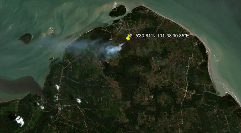 """22 Februari 2021 Terdeteksi Asap di Koordinat 2° 5'30.61""""N 101°38'30.85""""E (Tj. Medang, Rupat Utara, Kabupaten Bengkalis, Riau)"""